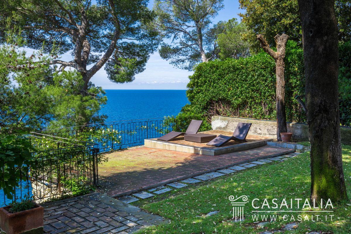 Villa di lusso sul mare in vendita a pieve ligure for Una storia case in vendita vicino a me