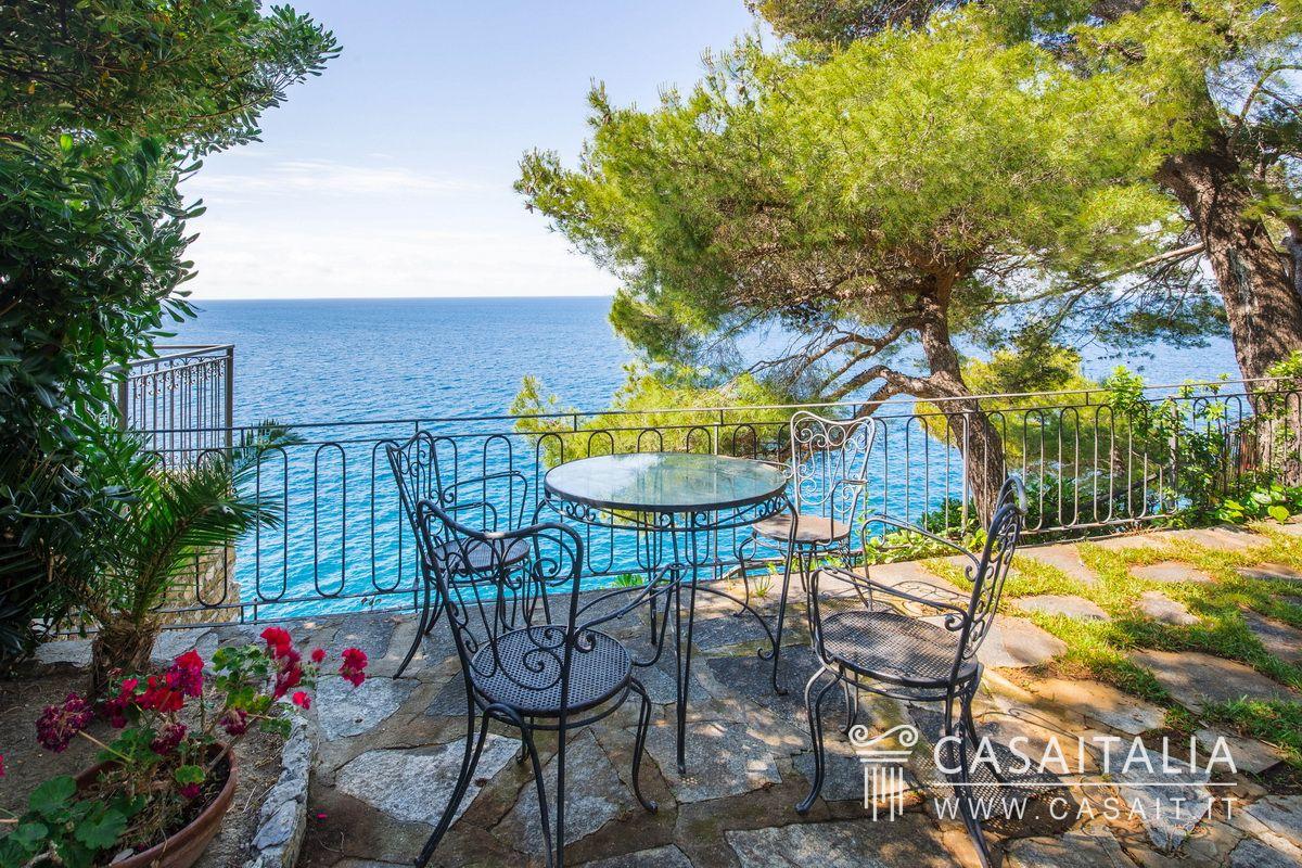 Villa di lusso sul mare in vendita a pieve ligure for Cabinati di lusso in vendita