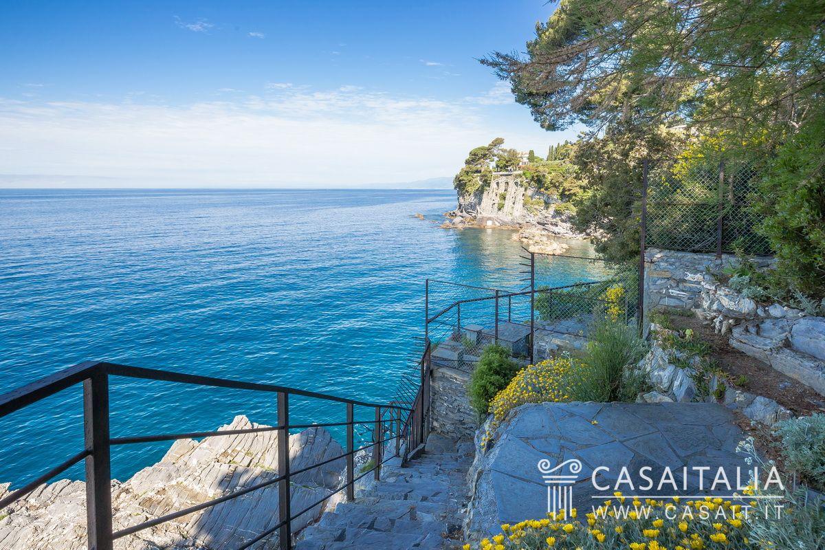 Villa di lusso sul mare in vendita a pieve ligure for Appartamenti pescoluse sul mare