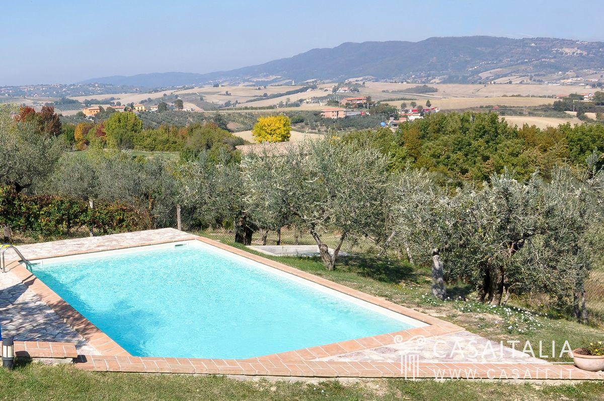 Casale con piscina e uliveto in vendita a giano dell 39 umbria - B b umbria con piscina ...