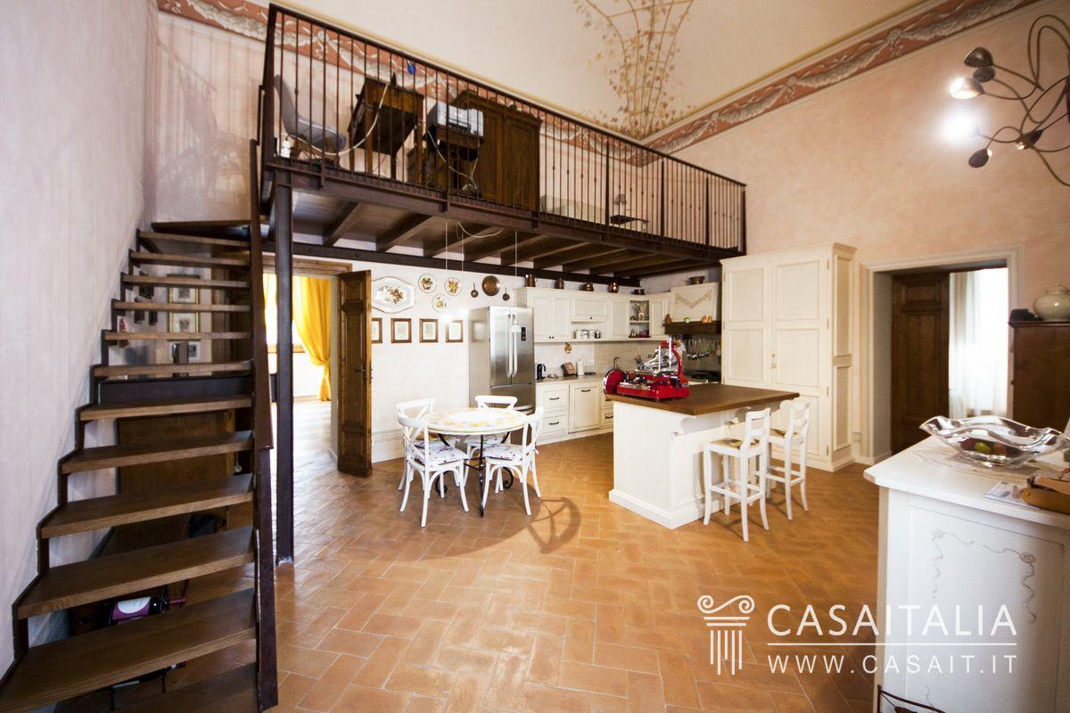 Appartamento nobile in villa d 39 epoca - Cucina con soppalco ...