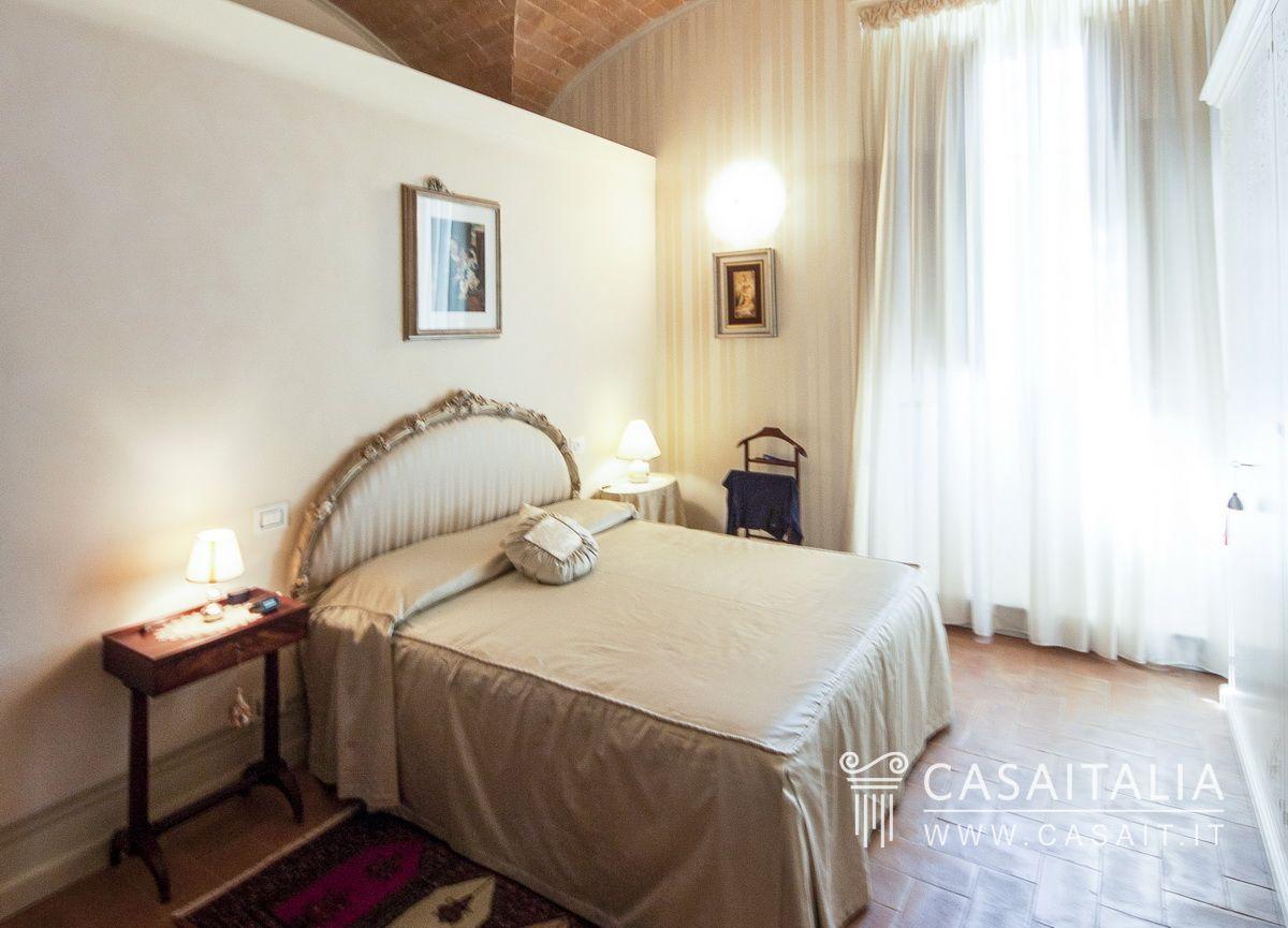 Appartamento nobile in villa d 39 epoca for Planimetrie ranch con 2 master suite