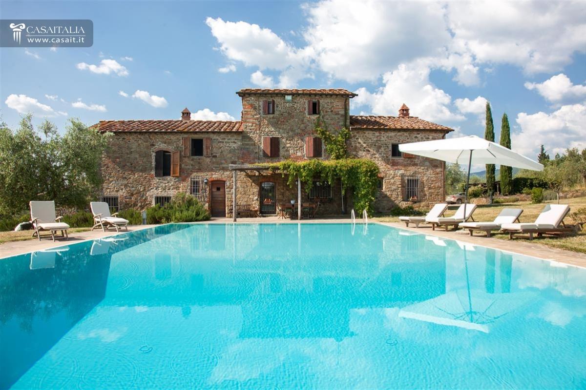 Toscana vendita casale con vigneto e uliveto - Villa mirabilis piscina ...