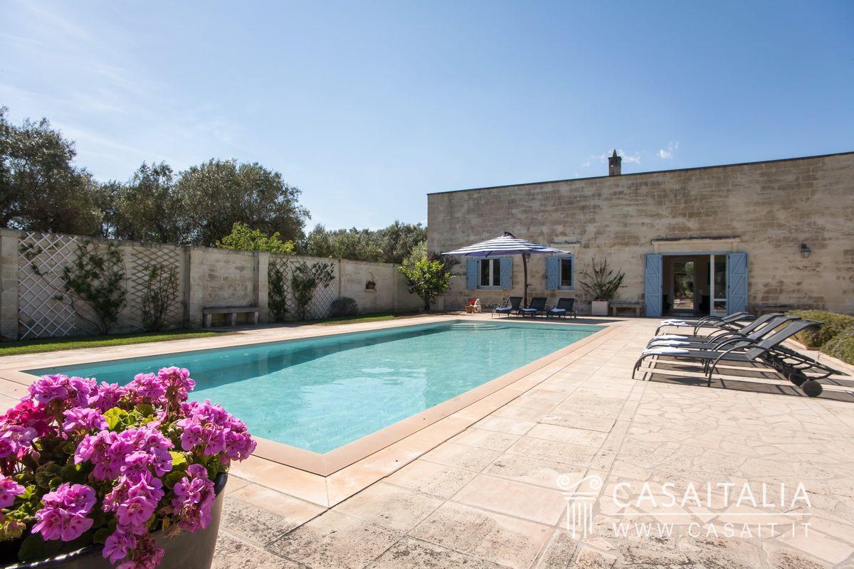 Villa con piscina e uliveto in vendita nel salento - Masseria in puglia con piscina ...