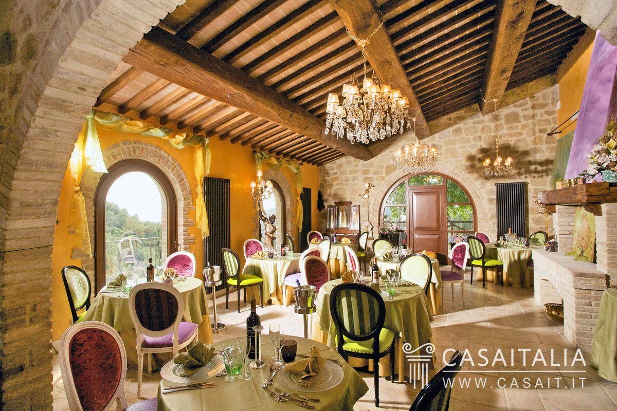 Umbria casale in vendita ad assisi for Appartamenti assisi