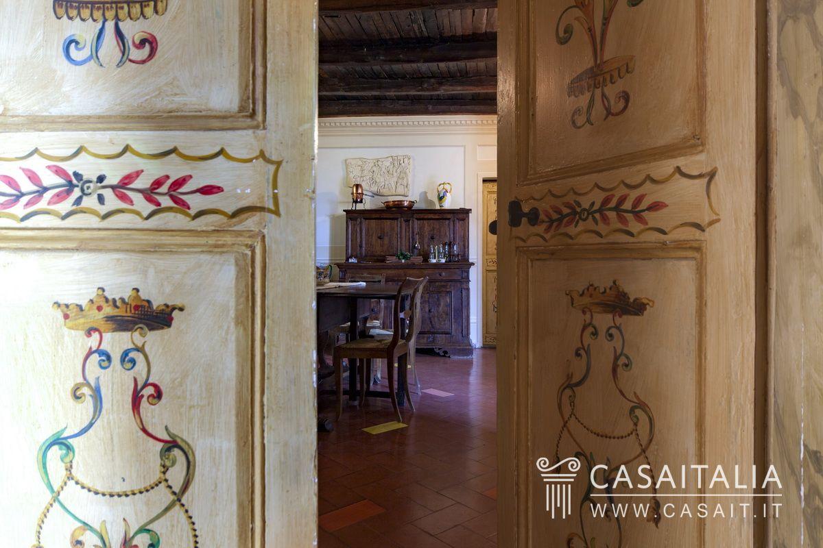 Villa d 39 epoca con giardino in vendita a spoleto for Belle case di escursionisti