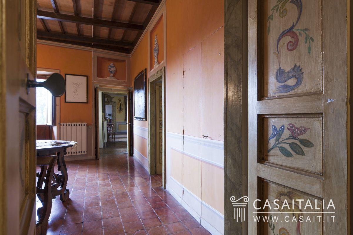 Villa d 39 epoca con giardino in vendita a spoleto for Vendita mobili d epoca