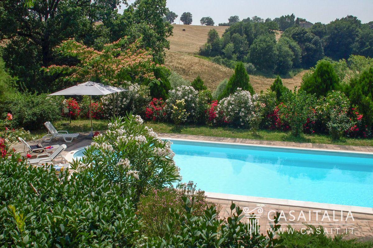 Casale con piscina in vendita ad amelia - B b umbria con piscina ...