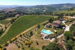 Luxury villa with swimming pool for sale in Todi