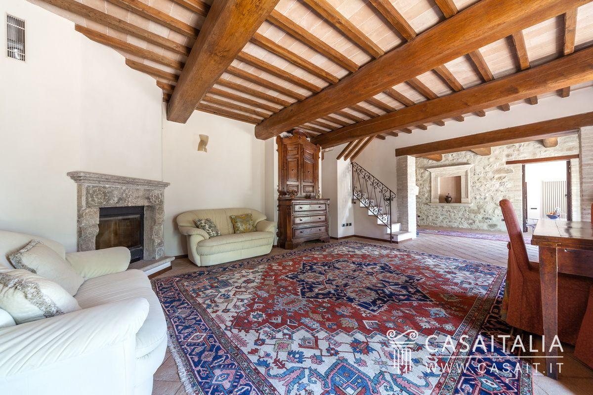 Casale con piscina e uliveto in vendita ad Assisi