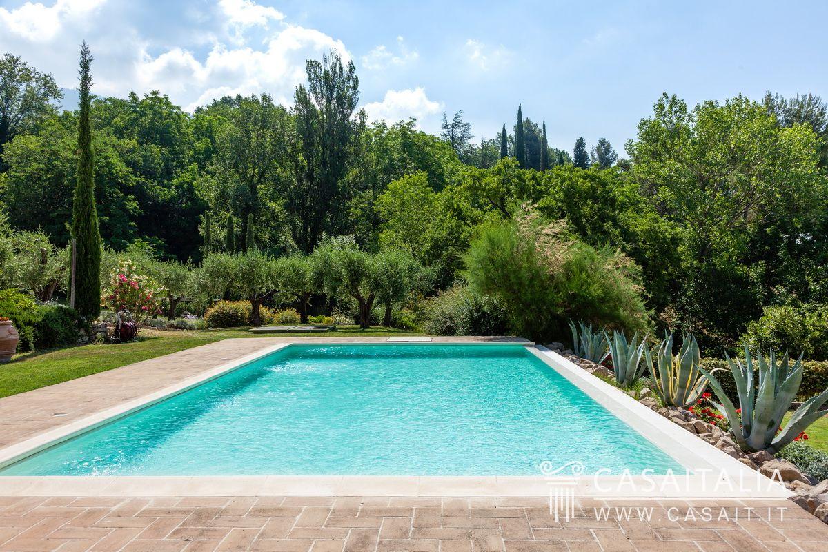 Casale con piscina e uliveto in vendita ad assisi - B b umbria con piscina ...