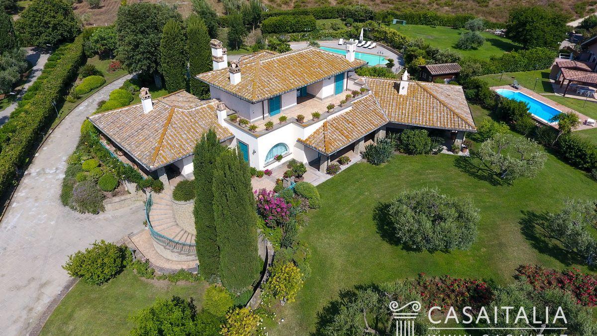 Villa di lusso in vendita a cerveteri for Progetti ville di lusso
