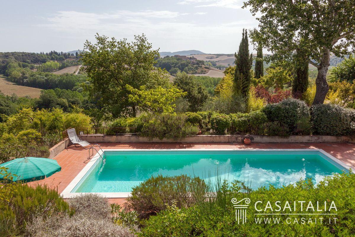 Casale con piscina in vendita sulle crete senesi - B b con piscina toscana ...