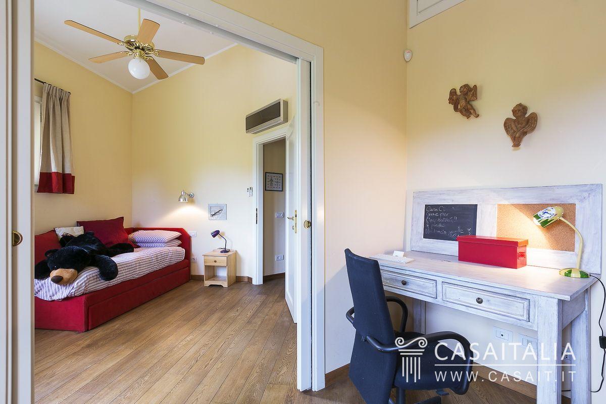 Villa con dependance in vendita in un esclusivo golf resort for Appartamenti con una camera da letto con garage annesso
