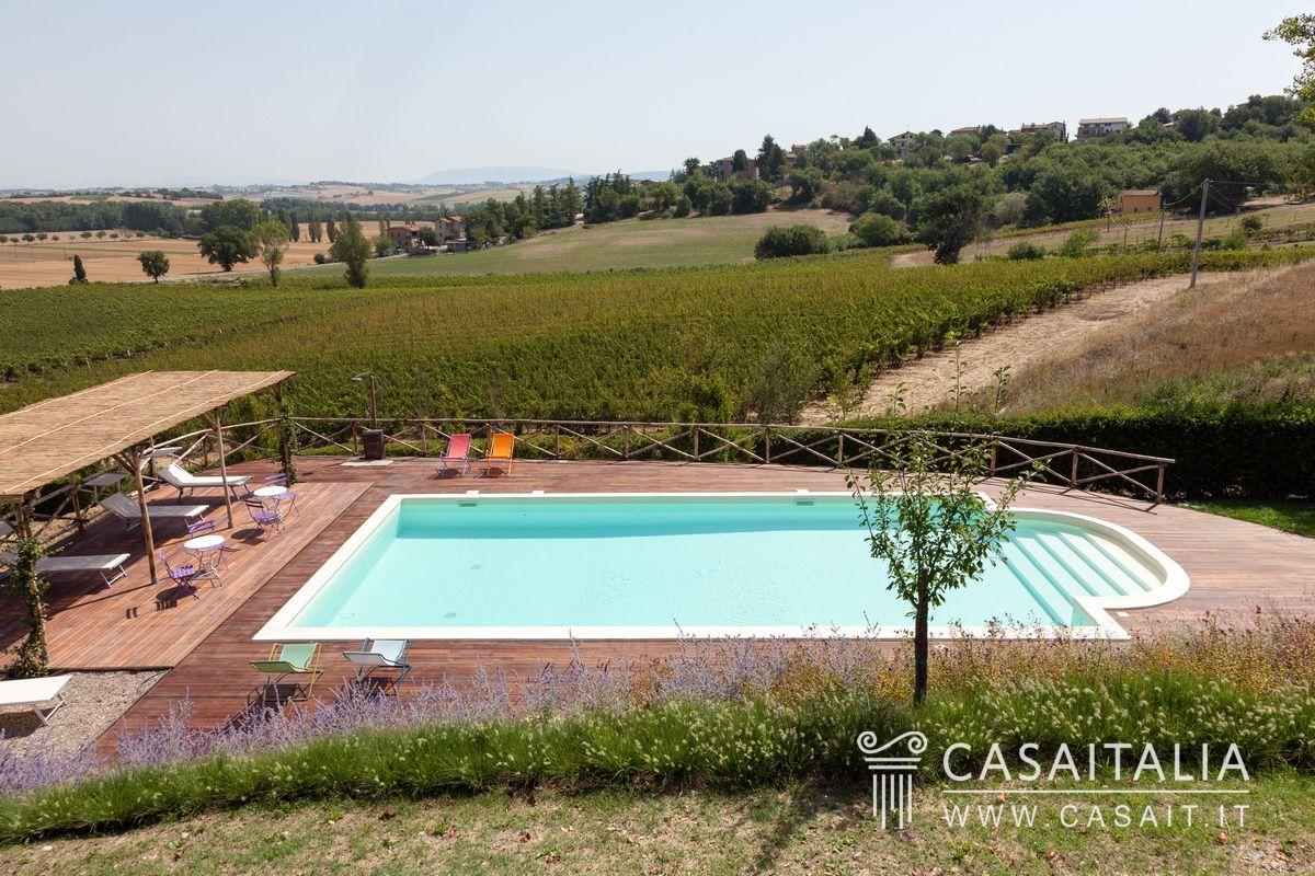 Casale con dependance e piscina in vendita a 20 km da perugia - B b umbria con piscina ...