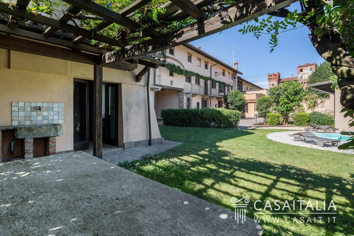 Una casa d 39 epoca con appartamenti giardino e piscina all 39 interno di un piccolo borgo - Appartamenti con piscina ...
