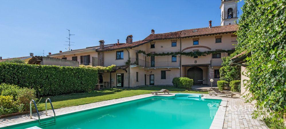 Una casa d 39 epoca con appartamenti giardino e piscina all for Piscina in un giardino piccolo