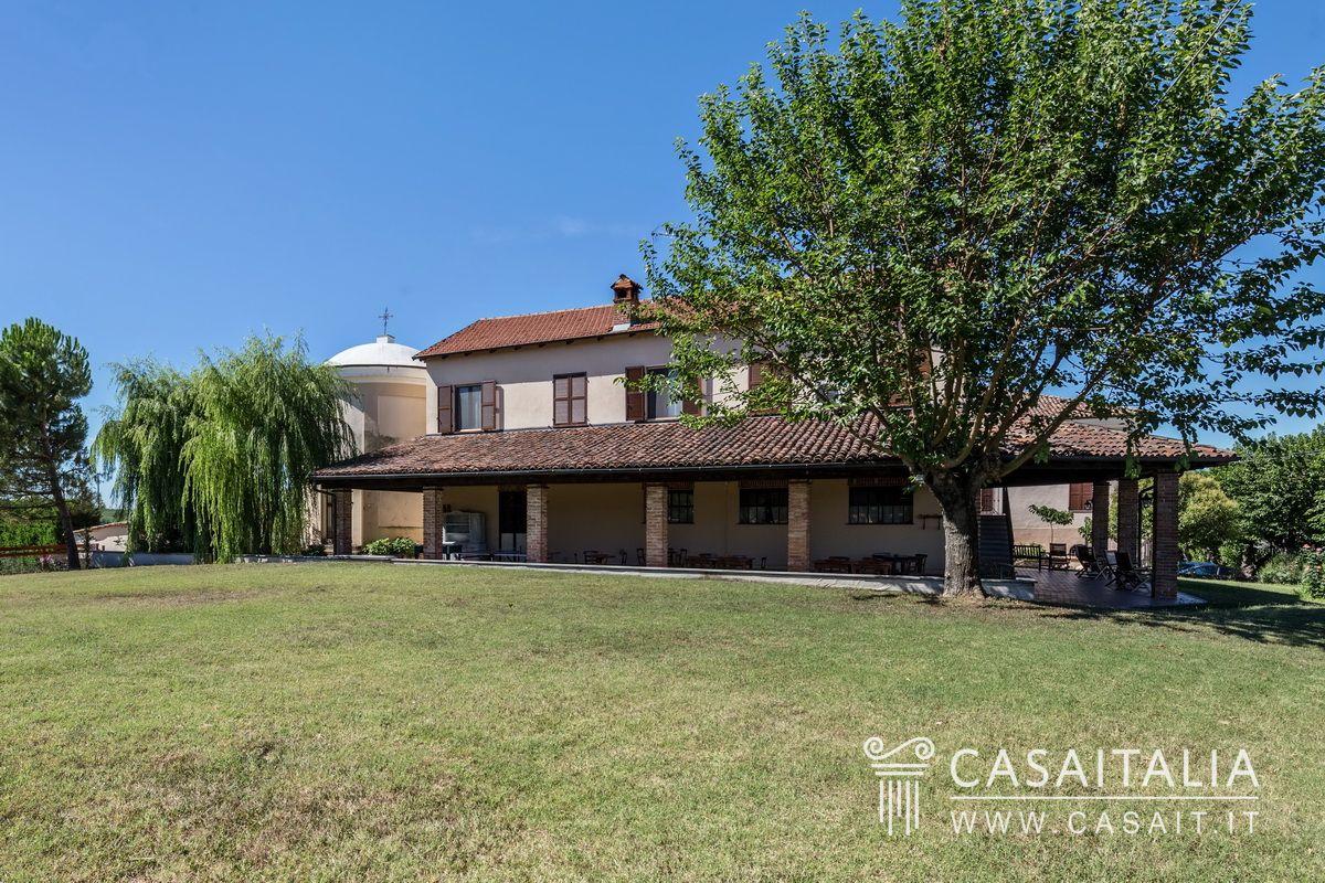 Villa d 39 epoca con agriturismo in vendita nel monferrato - Agriturismo con piscina in piemonte ...