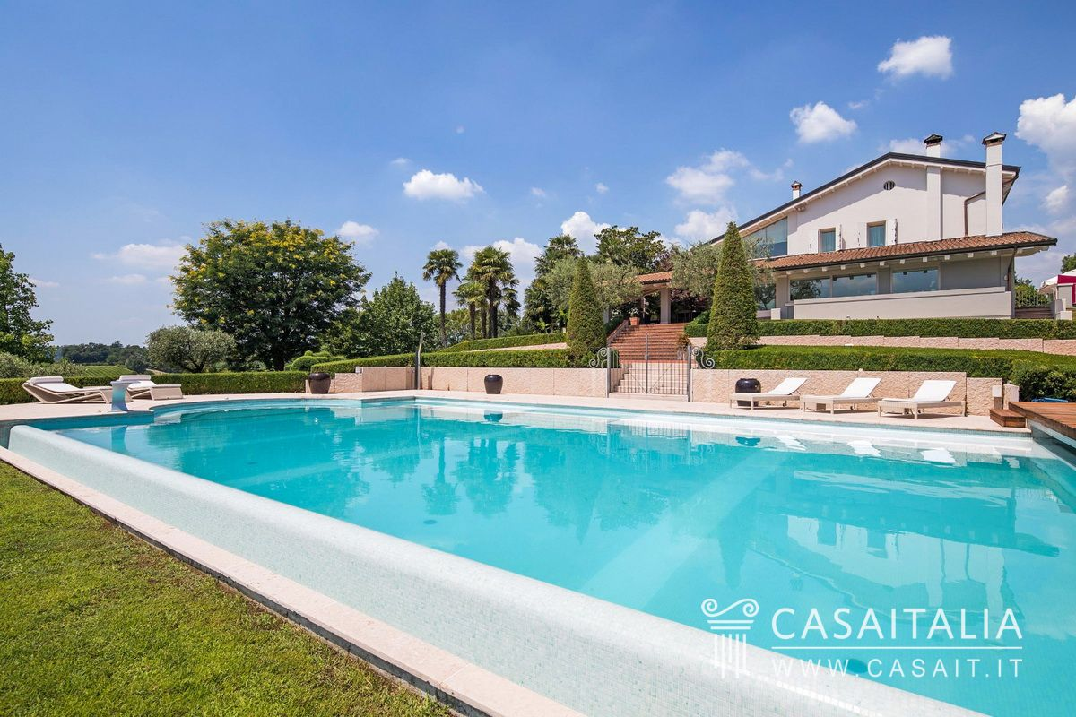 Mobili Di Lusso Veneto : Villa di lusso con piscina e ettaro di vigneto in vendita a
