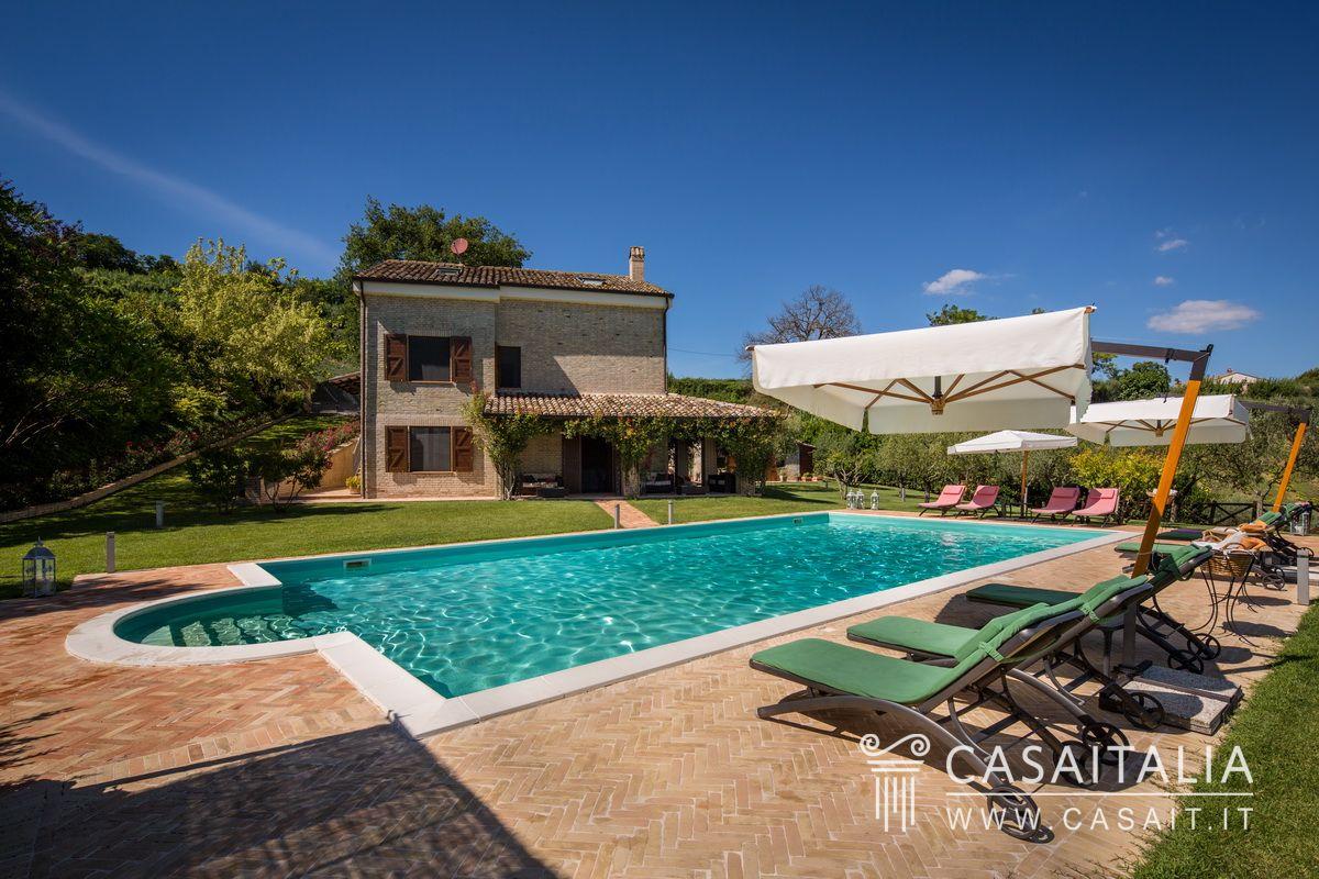 Villa con piscina dependance e uliveto in vendita a 20 km dal mare - Vendita villa con piscina genova ...