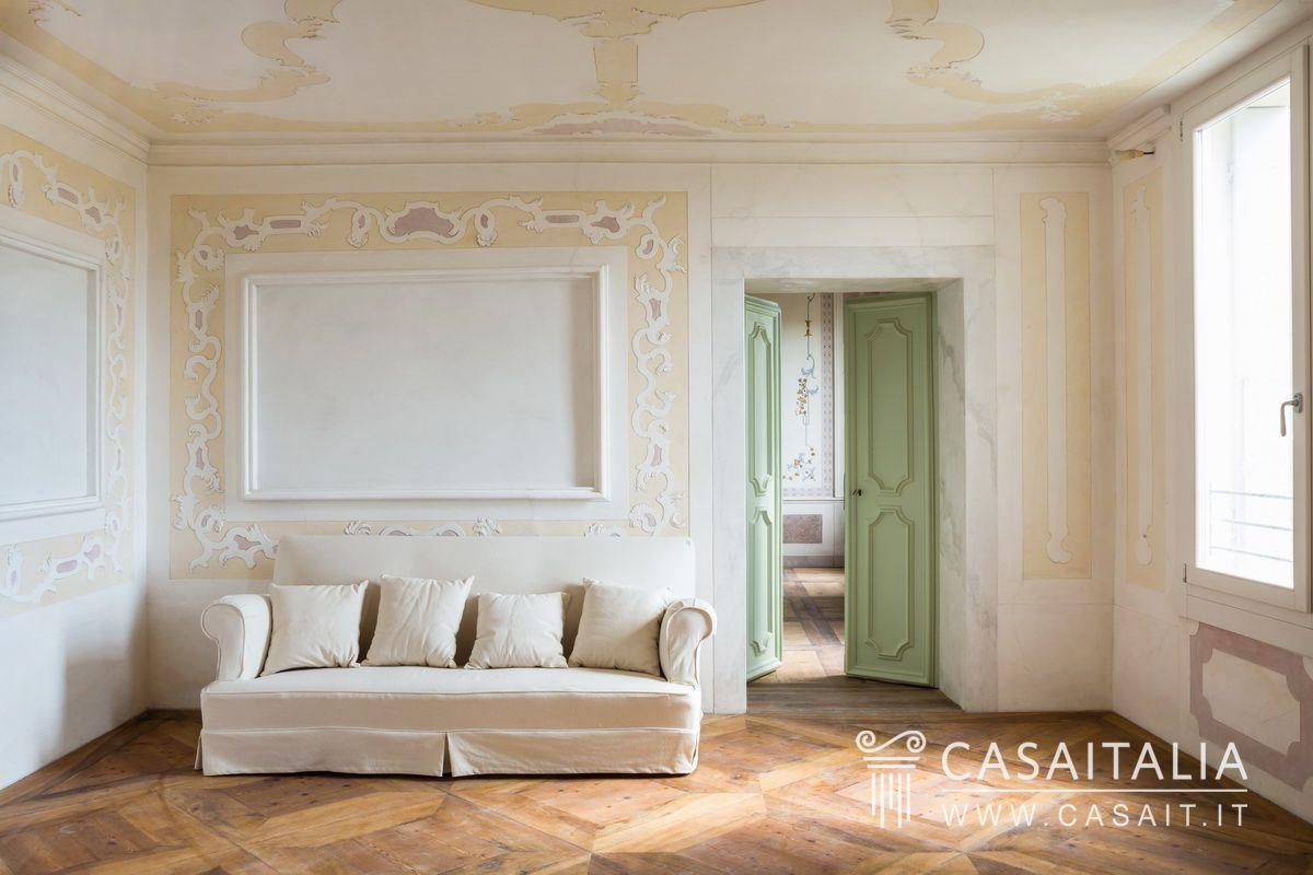 Appartamenti di lusso in vendita in palazzo nobile for Cabinati di lusso in vendita