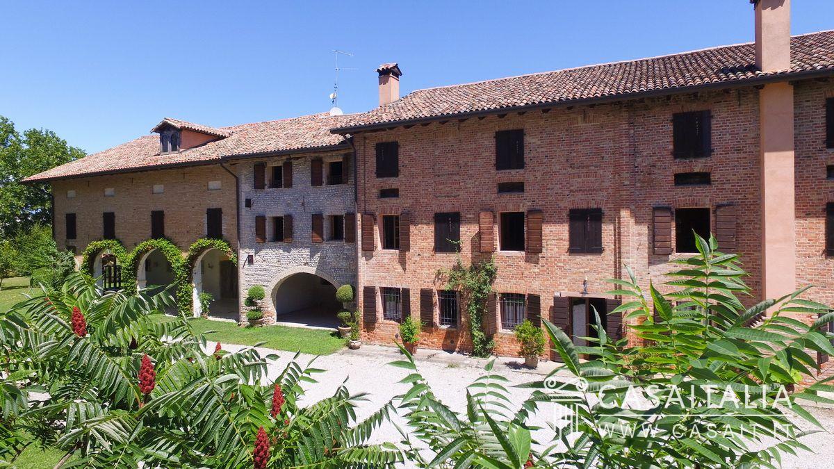 Casale Con Giardino In Vendita Nella Pianura Friulana