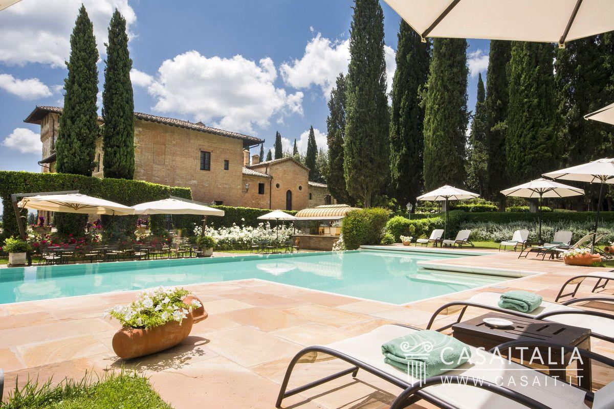 Villa nobile con parco in vendita a san gimignano toscana for Planimetrie della villa toscana