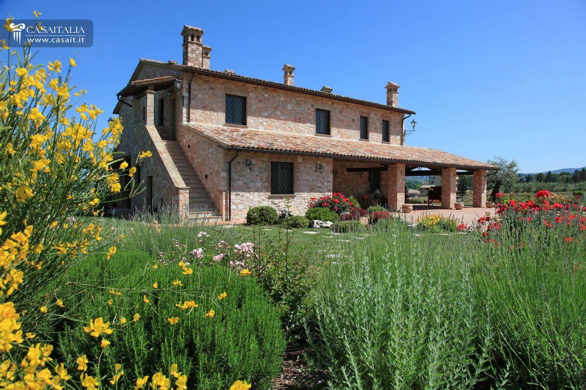 Villa di lusso in vendita in umbria vicino todi for Disegni di case in vendita