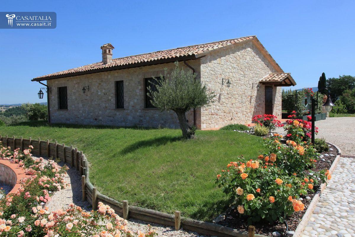 Villa di lusso in vendita in umbria vicino todi for Esterni ville