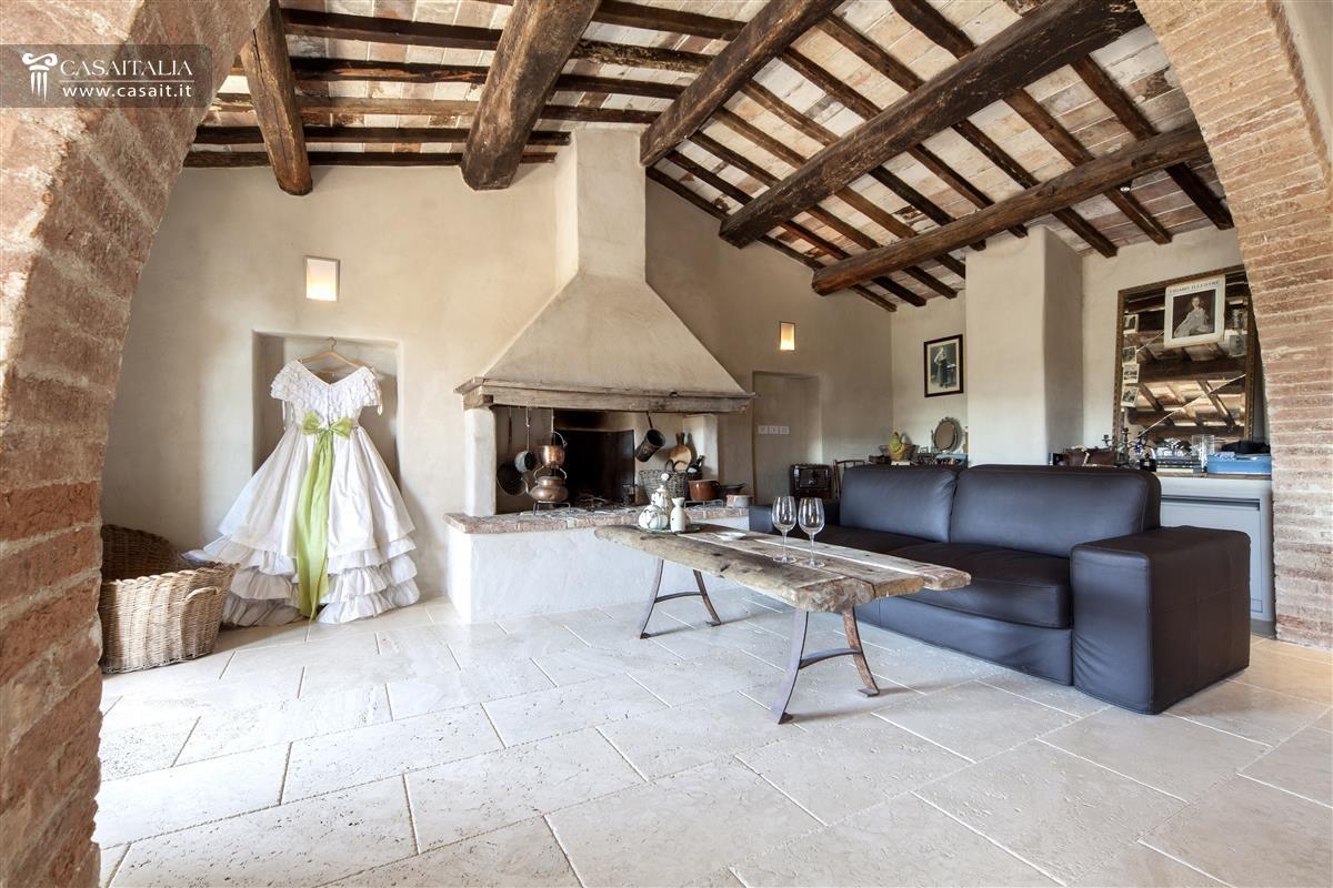 Molto interni casali ristrutturati wo93 pineglen for Interni ristrutturati