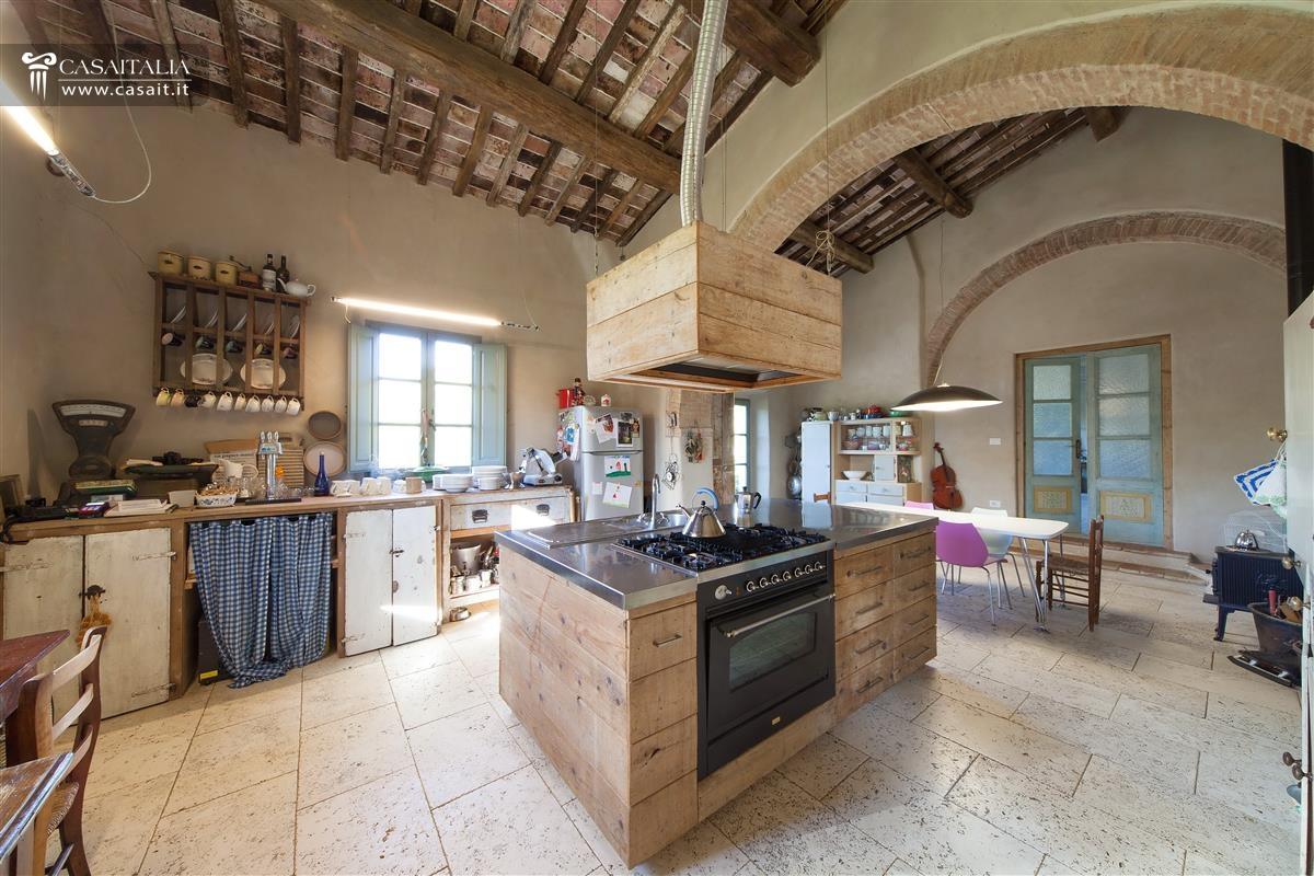Toscana val d 39 orcia casale di lusso in vendita for Case con grandi cucine in vendita