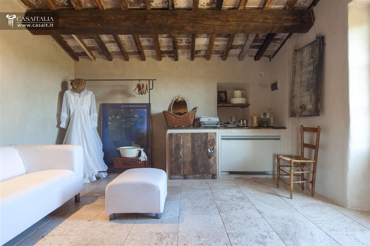 Toscana val d 39 orcia casale di lusso in vendita for Interni di casali ristrutturati