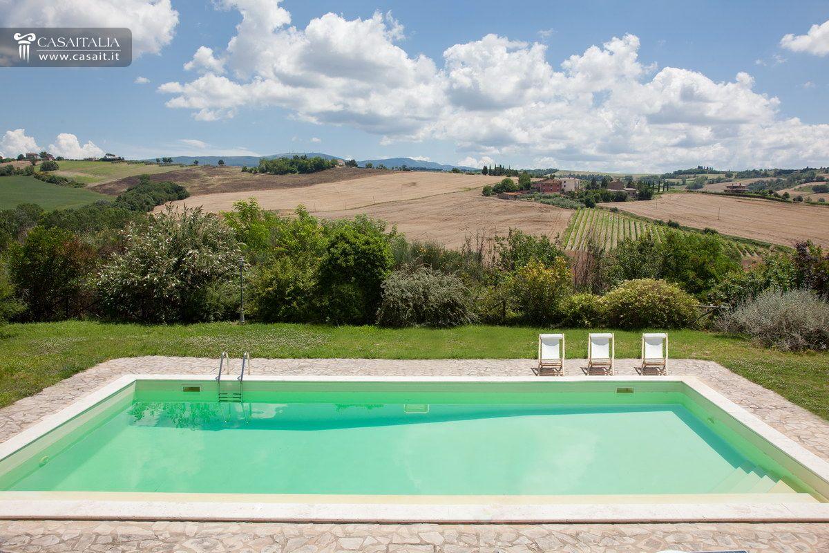 Casale di lusso con piscina in vendita a todi umbria for Piscina di lusso