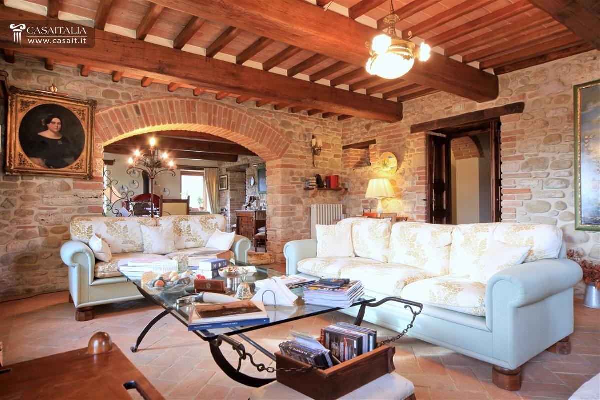 Casale di lusso con piscina in vendita a todi umbria for Vendesi ville di lusso