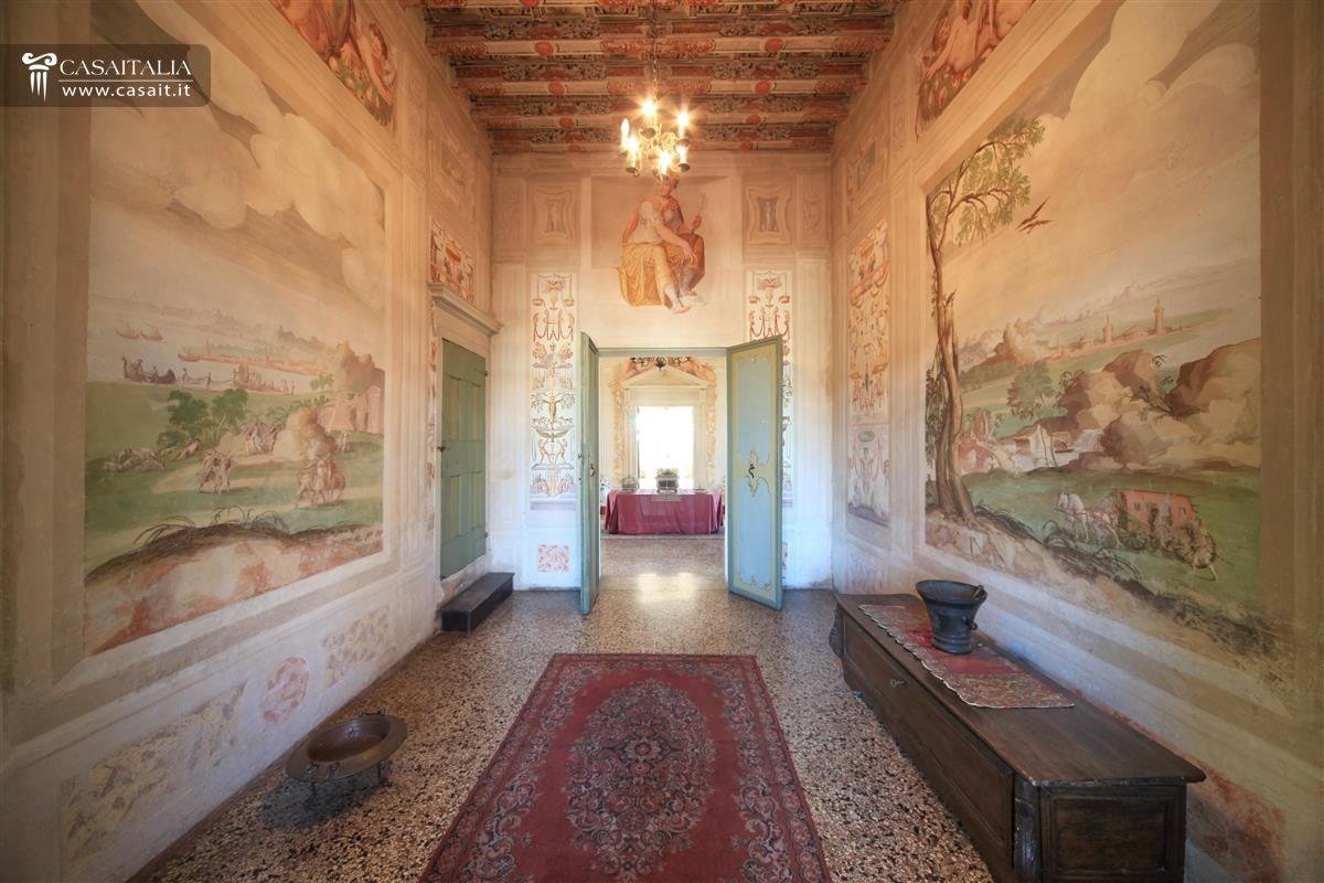 Villa affrescata con parco in vendita a 15 km da padova for Case in vendita padova