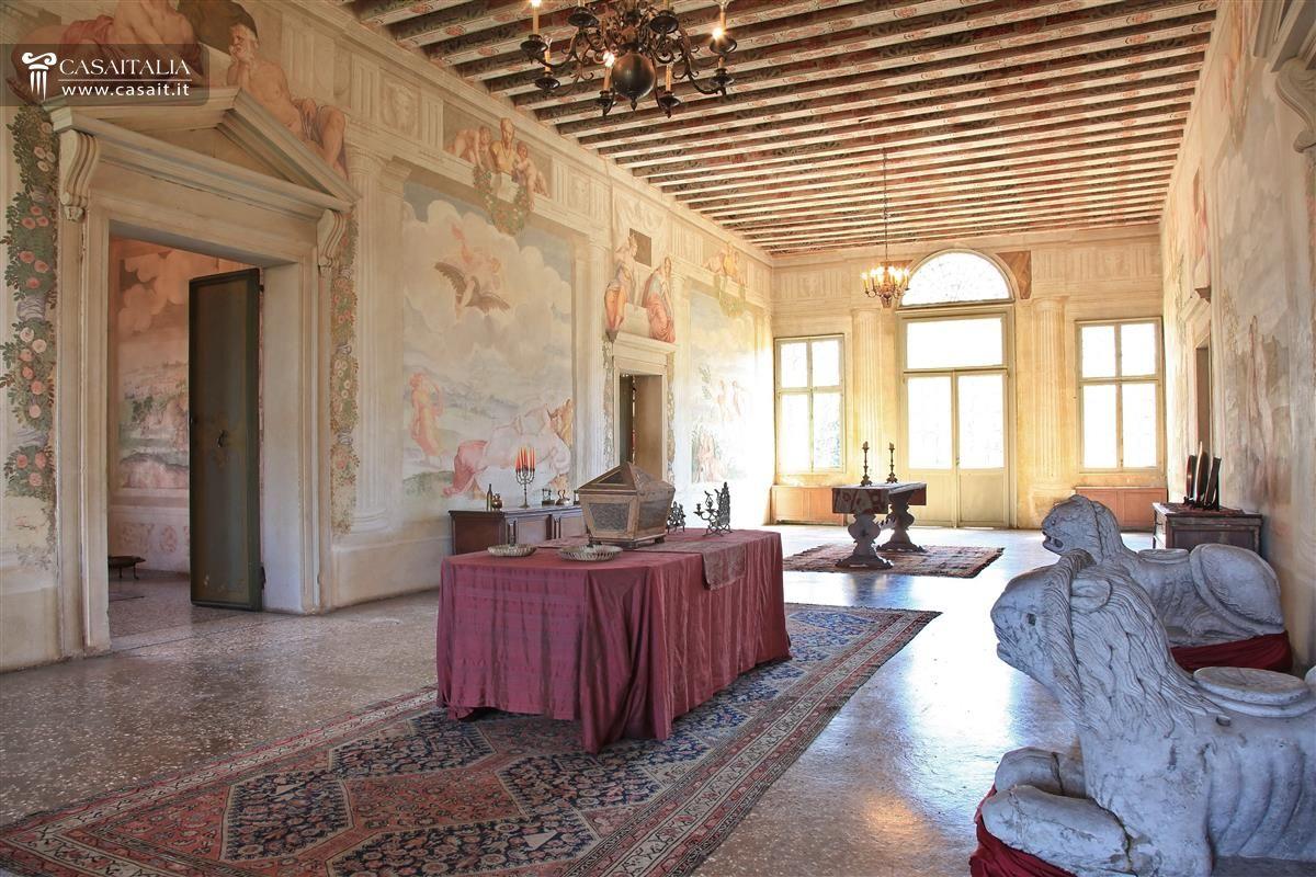 Villa affrescata con parco in vendita a 15 km da padova for Foto di case antiche