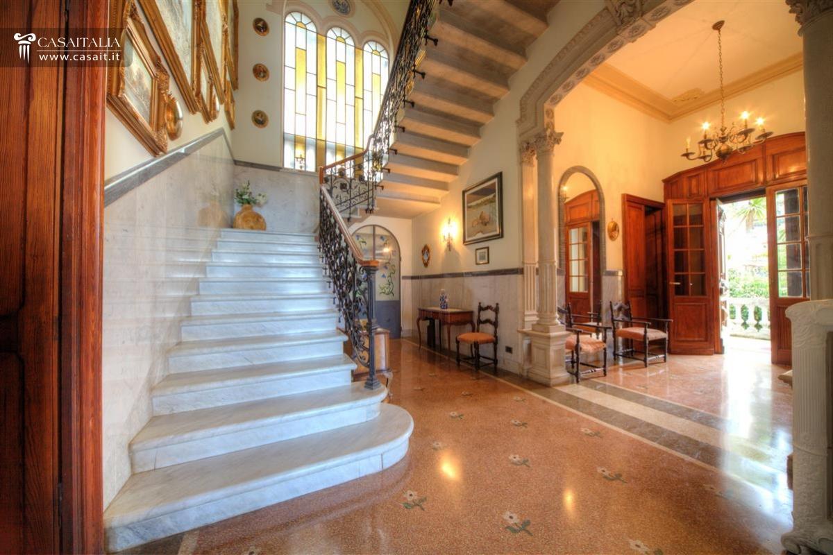 Camogli vendita villa di lusso vista mare for Disegni di ville di lusso