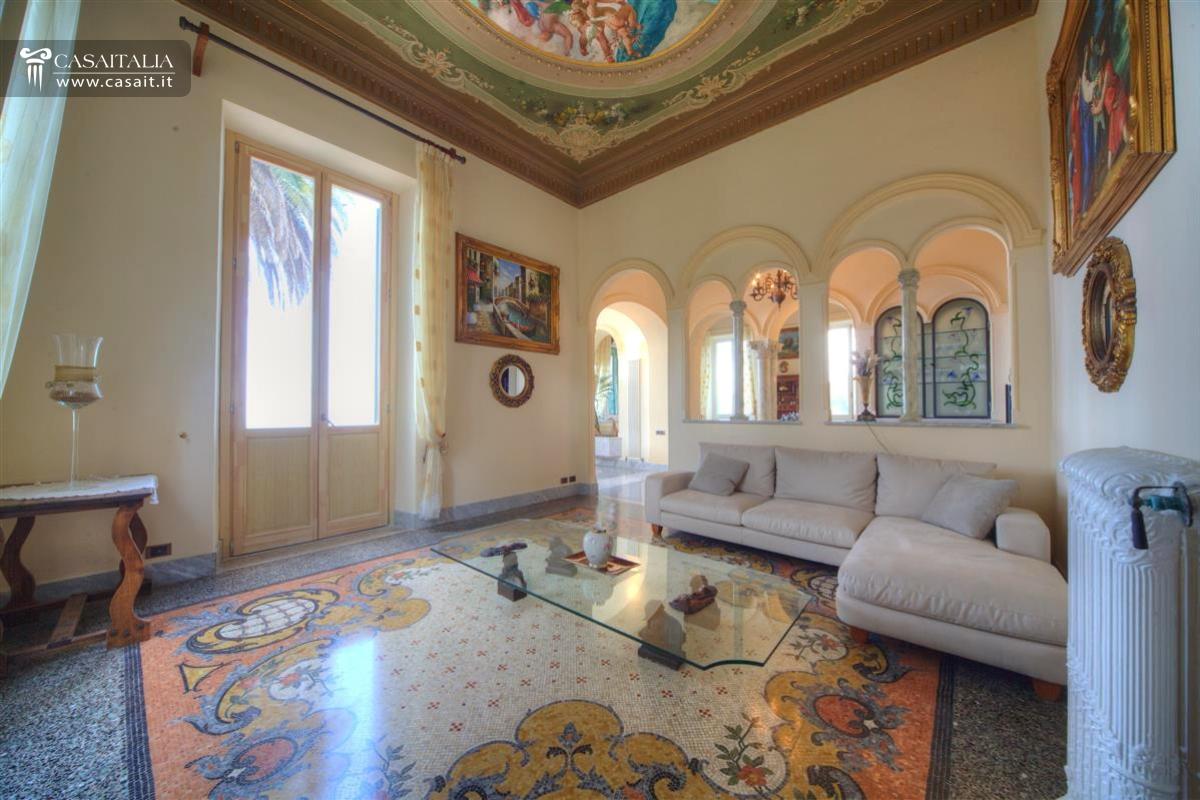 Camogli vendita villa di lusso vista mare for Cabinati di lusso in vendita