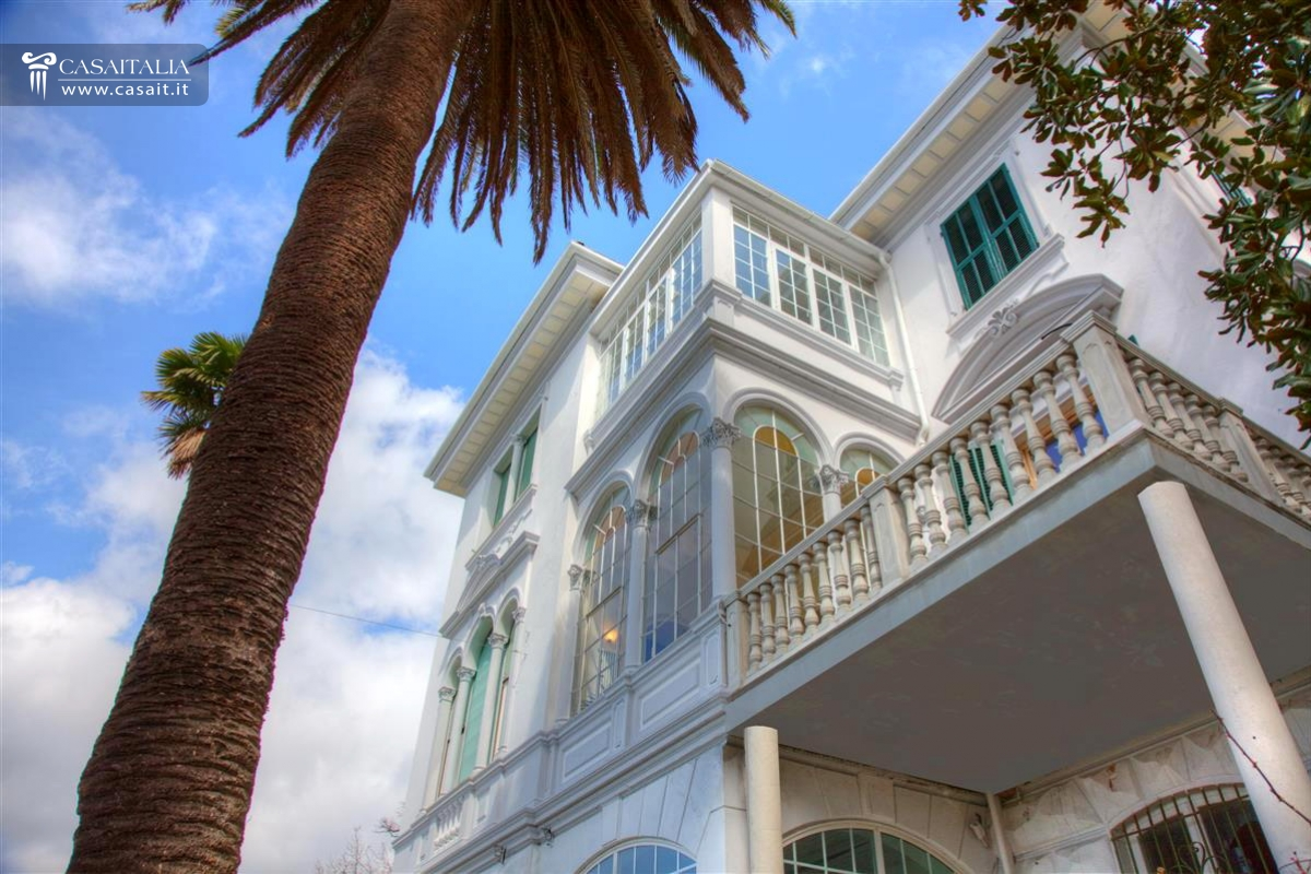 Camogli vendita villa di lusso vista mare for Planimetrie in vendita