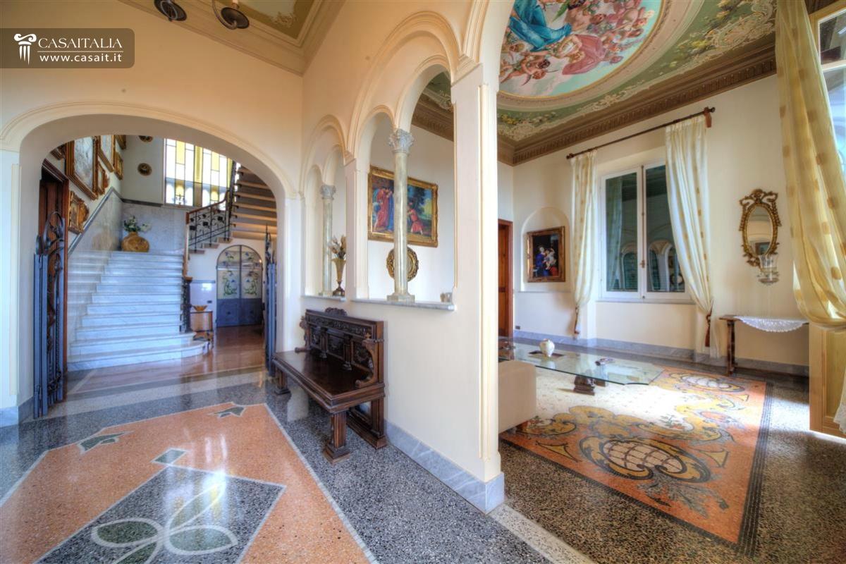Camogli vendita villa di lusso vista mare for Case con grandi cucine in vendita