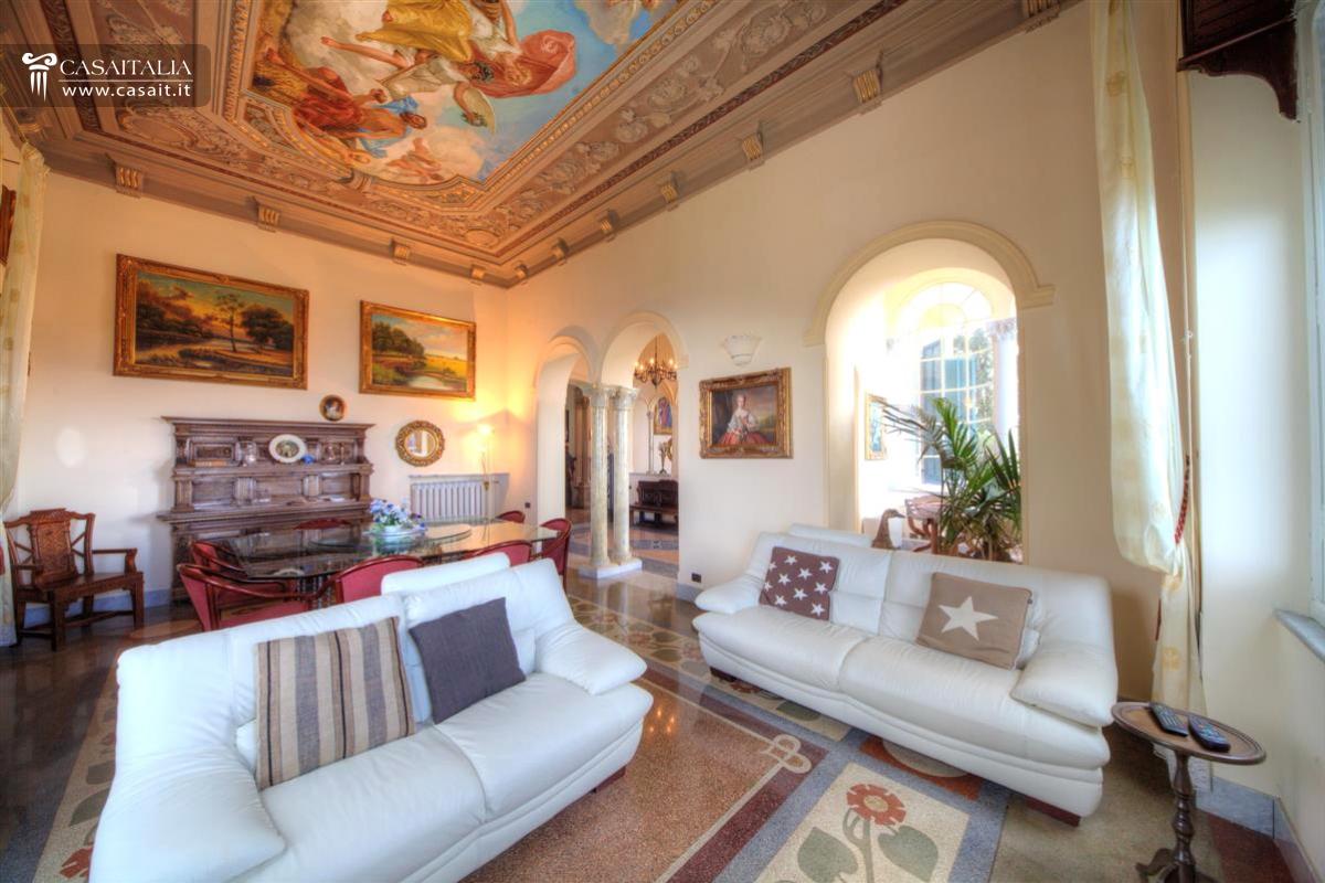 Camogli vendita villa di lusso vista mare for Interni di ville classiche