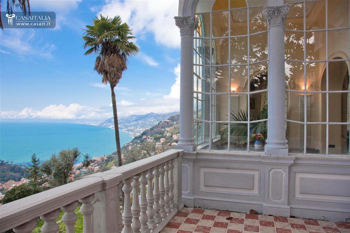 Camogli vendita villa di lusso vista mare for Casa con giardino genova