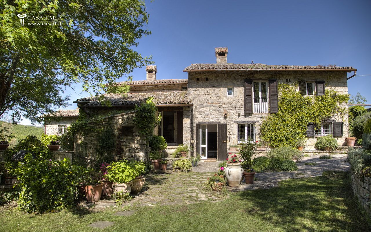 Antico casale con torre medievale in vendita - Ville e casali interni ...