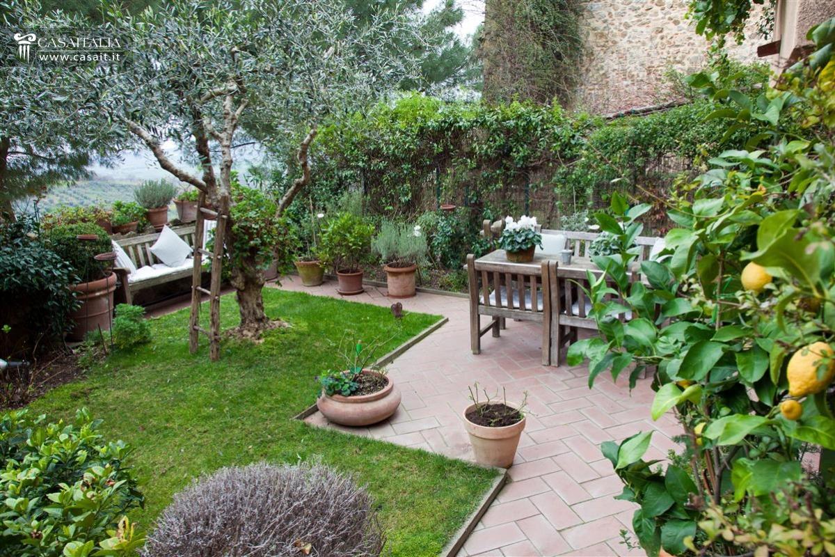 Saturnia Appartamento Con Giardino In Vendita