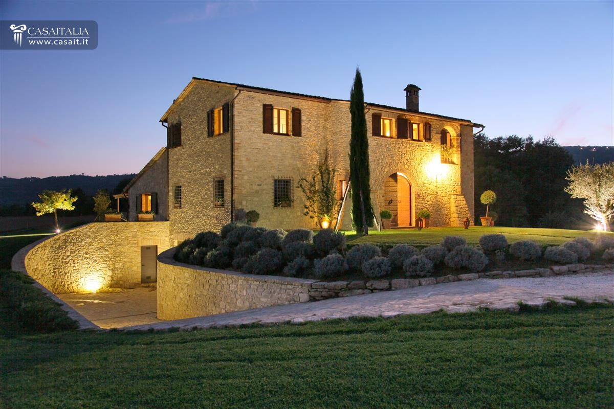 Umbria villa di lusso in vendita a todi for Immagini case di lusso
