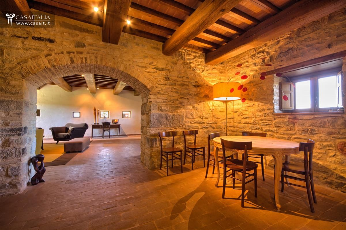 Sala Da Pranzo Con Camino Collegata Al Living Ha Un Tavolo Con Panca  #C68005 1200 799 Sala Da Pranzo Legno Massello