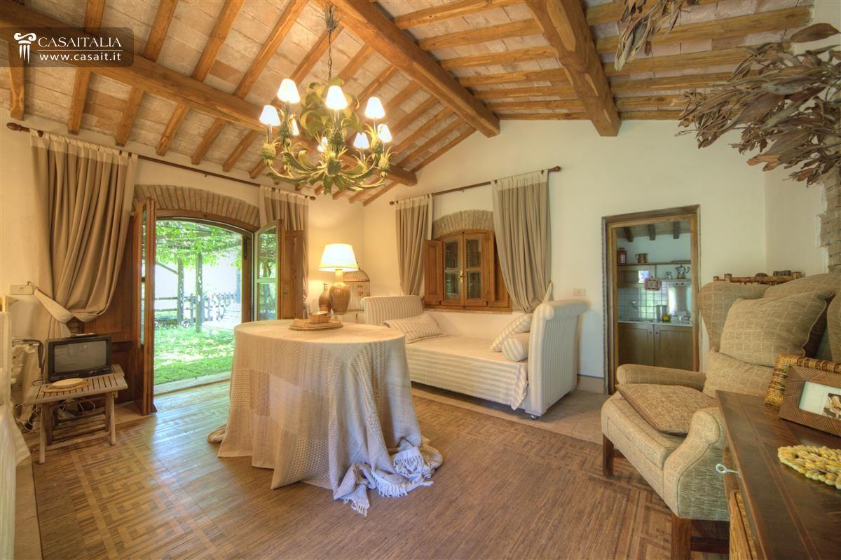Awesome casale vendita orvieto umbria with interni di ville for Interni ville