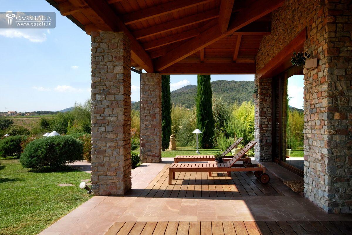 Lazio villa in vendita a cerveteri for Piani casa di campagna con avvolgente portico