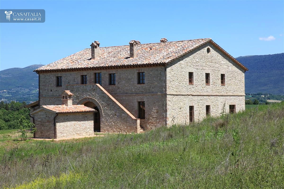 Umbria todi casale vendita ristrutturato - Casali antichi ristrutturati ...