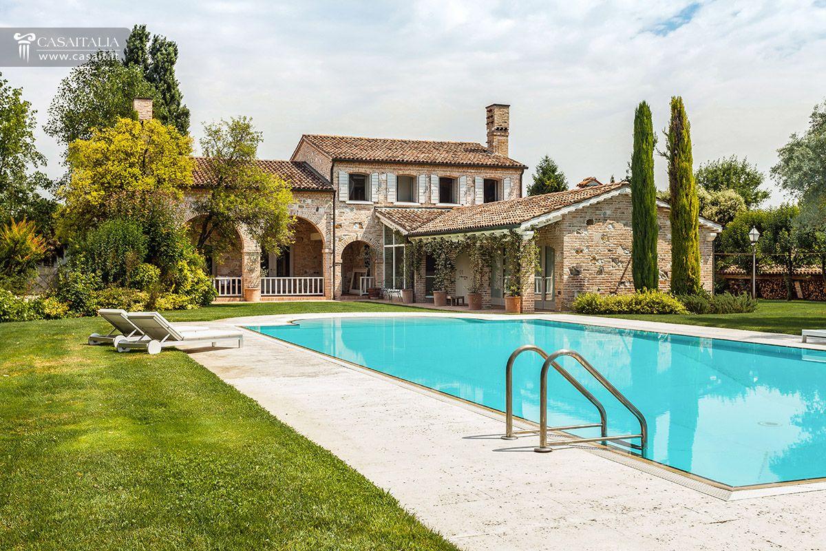 Vendita villa di lusso con piscina vicino venezia - Foto ville con giardino ...